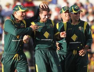 Australia scrape past Sri Lanka by 5 runs