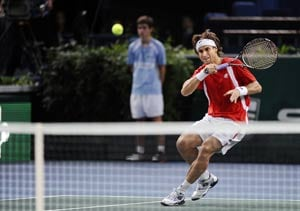 Ferrer, Tipsarevic advance in Paris Masters