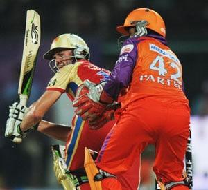 De Villiers takes Bangalore to 6-wicket win
