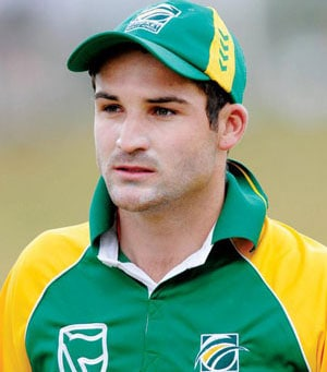 Graeme Smith replaced by Dean Elgar in South Africa's list of contracted players