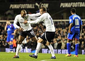 Defoe double steers Spurs into FA Cup quarters
