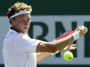 Denis Istomin Wins Maiden ATP Title in Wimbledon Warm-Up