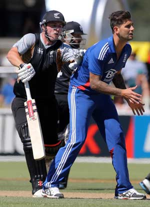 Jade Dernbach added to England squad for ODIs