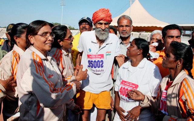 116-yr-old Indian farmer Dharmapal Gujjar 'sprints' to glory