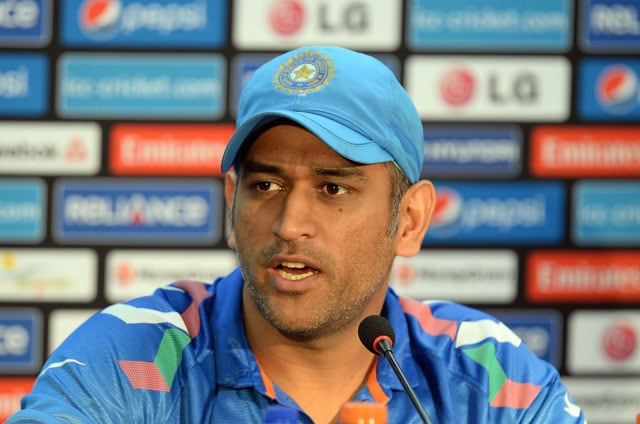 ICC World Twenty20: MS Dhoni makes friendly gesture, provides Pakistan fan with ticket for final