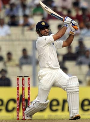 2nd Test: Fortune and class help Dhoni to a 100