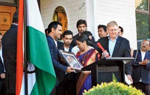 MS Dhoni steals the show at High Commissioner's party