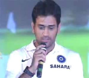 Dhoni and team get India's Heroes Awards