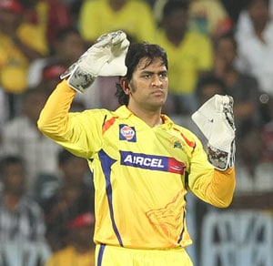 IPL 2013: MS Dhoni says Raina rather lucky to score 99* than unlucky to miss a hundred