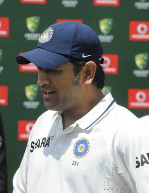 No quick decision on seniors' future: Dhoni