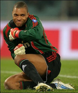 Former Brazil goalie Dida signs with Gremio