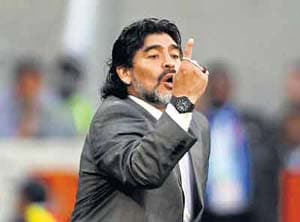 Maradona ridicules Pele for his Messi remark