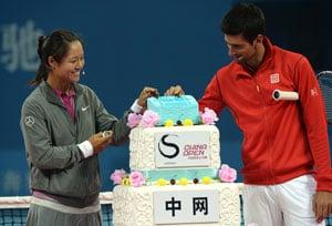 Novak Djokovic 'goes down' against Li Na, and the rules, in charity match