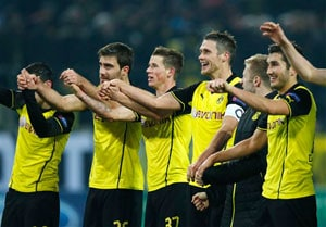 Borussia Dortmund down Napoli to boost Champions League knock-out hopes