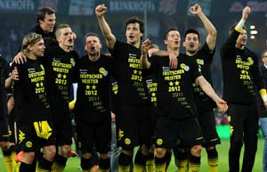 Kagawa strike seals German title for Dortmund