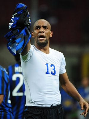 Manchester City ready to offload defender Maicon to Gremio
