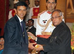 Rahul Dravid receives Padma Bhushan from President Pranab Mukherjee