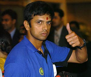 India opt to bat as Dravid, Rahane debut