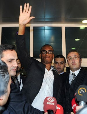 Galatasaray fans turn out to welcome Didier Drogba