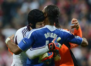 Chelsea to hold contract talks with Drogba