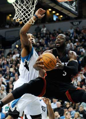 Dwyane Wade, LeBron James hold off Timberwolves