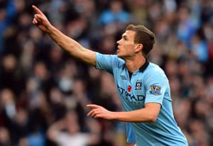 Edin Dzeko keeps Manchester City on Man United's tail