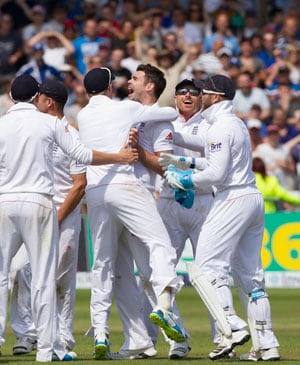Ashes, first Test: England vs Australia, as it happened - James Anderson bowls England to thrilling victory