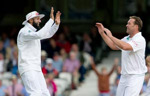 Smith, Amla give South Africa solid foundation