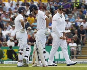England start well against South Africa after conceding 419