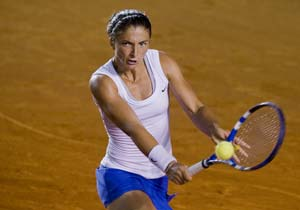 Errani defeats Pennetta to win Mexican Open