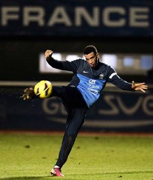 Tottenham Hotspur sign France midfielder Etienne Capoue