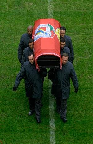 Portugal pays final homage to Eusebio