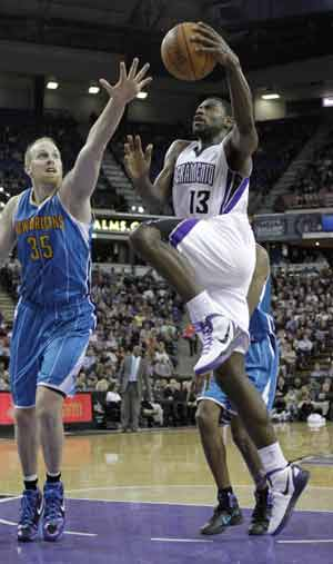 Kings end 10-game skid vs Mavs with 110-97 win