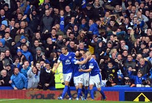 Everton rally to hold Liverpool in derby
