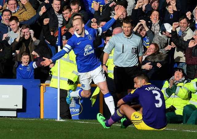 FA Cup: Leighton Baines scores in Everton's 3-1 win over Swansea