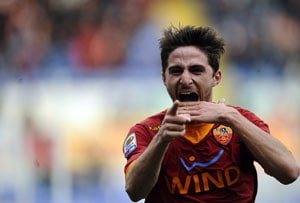 Liverpool agree on fee for Fabio Borini from Roma: sources