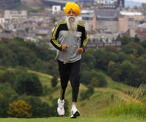 Fauja Singh wishes to run with Prime Minister Dr. Manmohan Singh