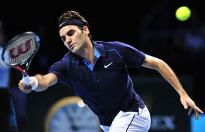 Roger Federer opens bid for sixth title with win