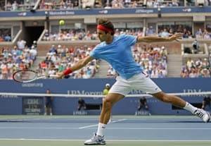 US Open: Federer defies, Murray struggles under hot conditions