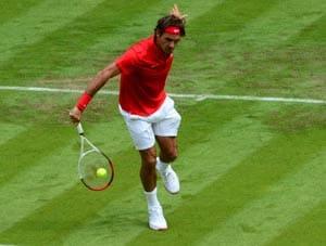 London 2012 tennis: Roger Federer keeps gold bid on track