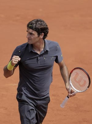 Federer beats Connors Slam record at French Open