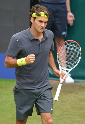 Roger Federer eases into seventh Halle final