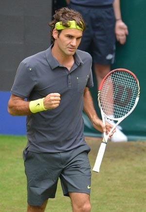 Roger Federer eases into seventh Halle final