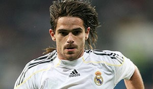Valencia buy Gago from Real Madrid