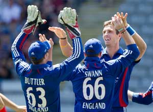 England claim ODI series with easy win against New Zealand