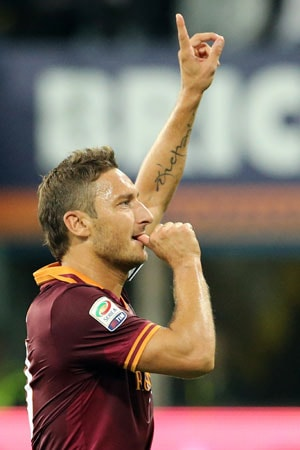 Serie A: Francesco Totti's brace helps Roma stun Inter Milan 3-0 to boost title claim