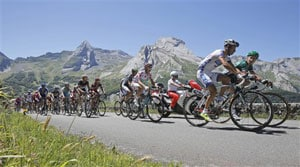 Thomas Voeckler wins tough 16th Tour de France stage in Pyrenees
