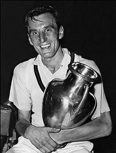 Fred Perry's son pays tribute as Andy Murray ends 77 years of hurt