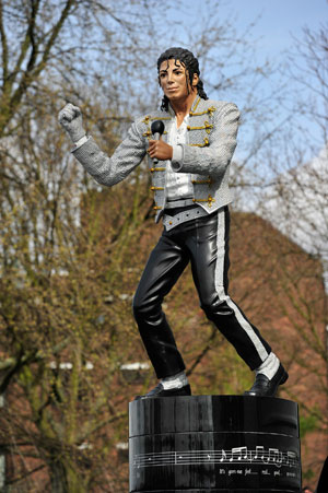Michael Jackson statue told to beat it to make for Fulham revamp