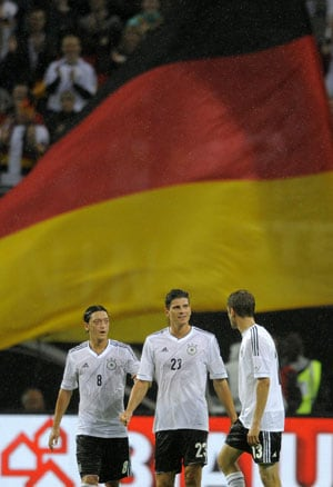Germans head to Euro 2012 in confident mood